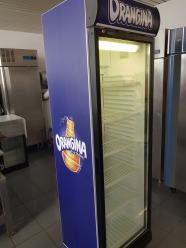 frigo à boissons orangina